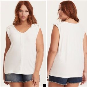 Torrid White Rope Trim Dolman Top Size 3 (22/24)